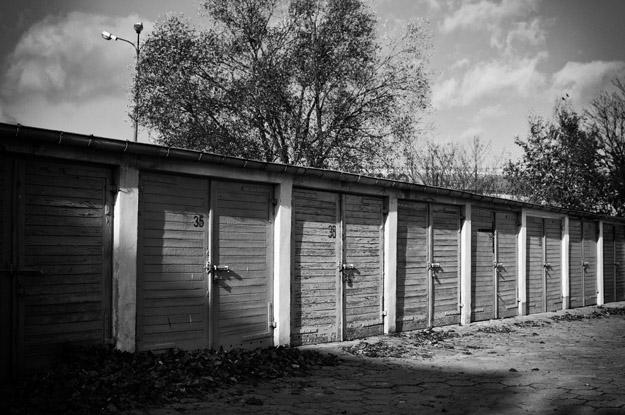 garaże; garages; cienie; shadows