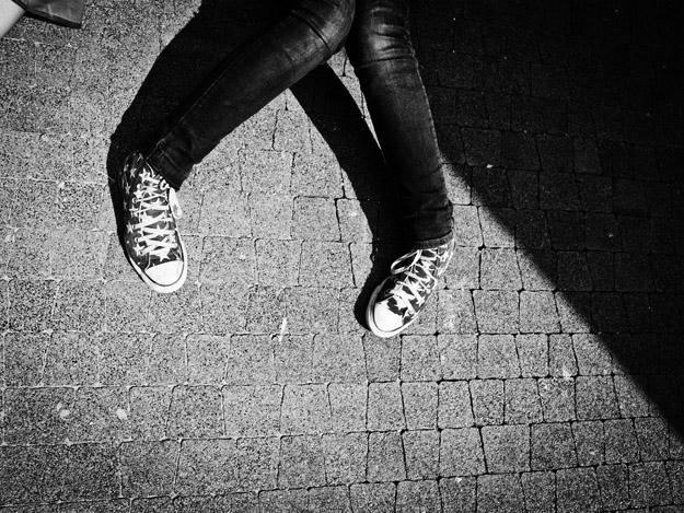 nogi; legs; cień; shadow