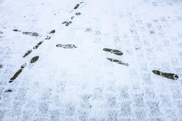 śnieg; snow; odciski stóp; footprints