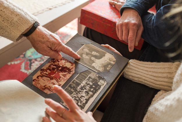 dłonie, hands, album, zdjęcia