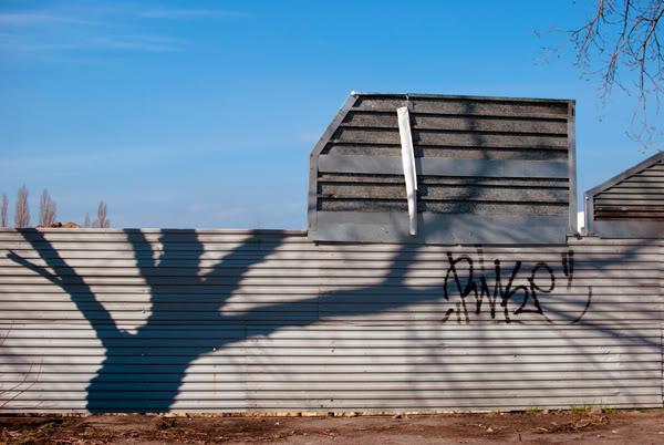 przymorze; priomore; płot; fence; cień; shadow