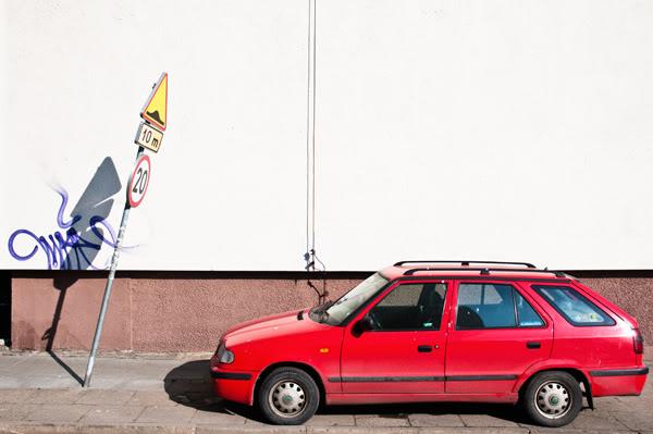 Blok, block of flats, znak, sign, samochód, car, Polska, Poland, Gdańsk Żabianka