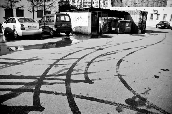 samochody, cars, śmietnik, trash, ślady, traces