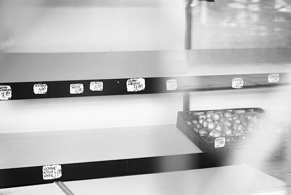 Puste półki, Empty shelves