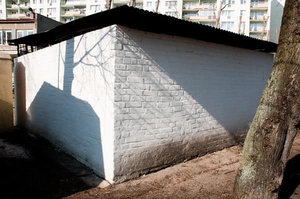 śmietnik, trash, ściana, wall, drzewo, tree, cień, shadow, Polska, Poland, Gdańsk Żabianka