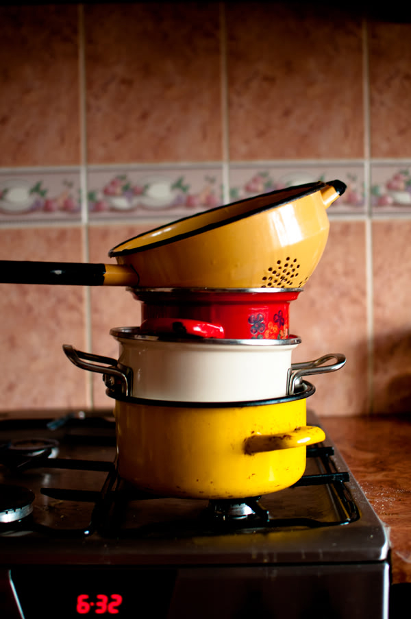 garnki, pots, kuchnia, kitchen, kuchenka, oven, zegar, clock