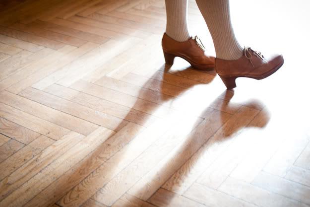 Stopy; Feet; Cień; Shadow; Podłoga; Floor