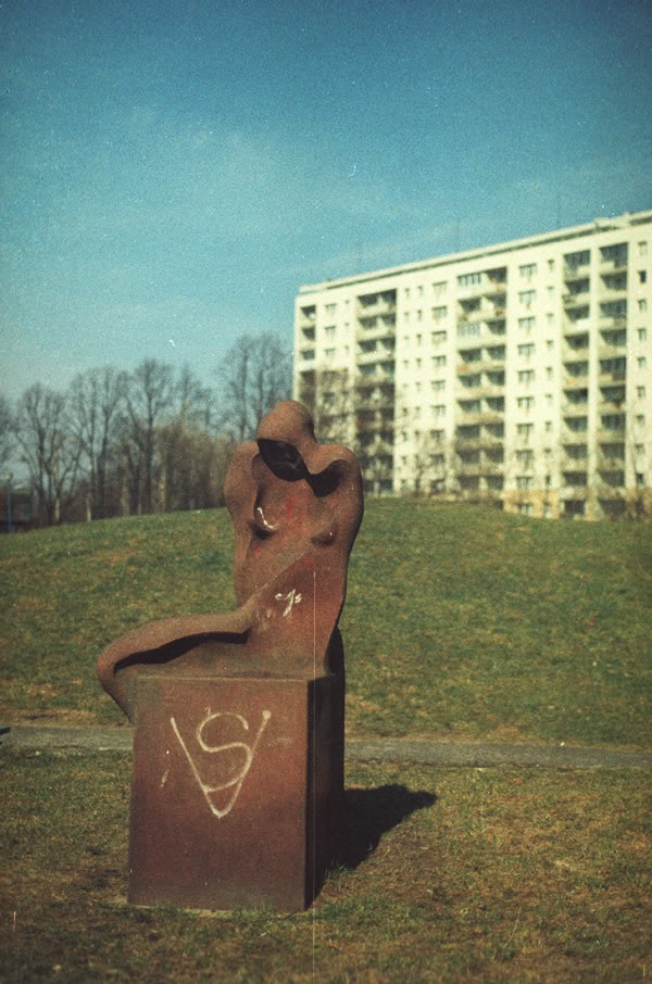 Rzeźba; sculpture; żabianka; bloki; block of flats
