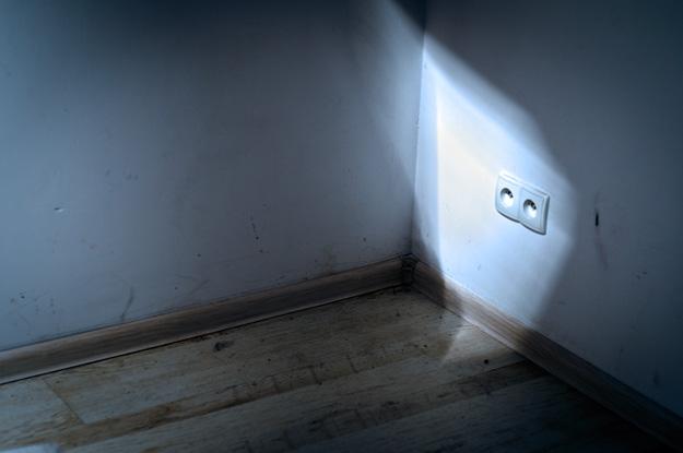 Światło; light; Smuga światła; light leak;  kontakt; wtyczka; plugin