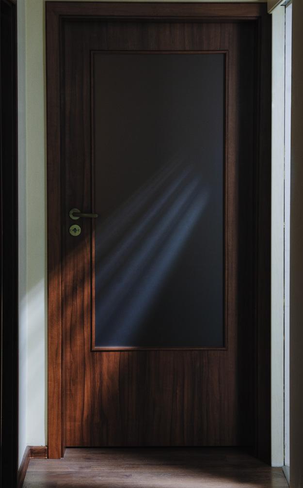 drzwi; door; światło; light; cień; shadow
