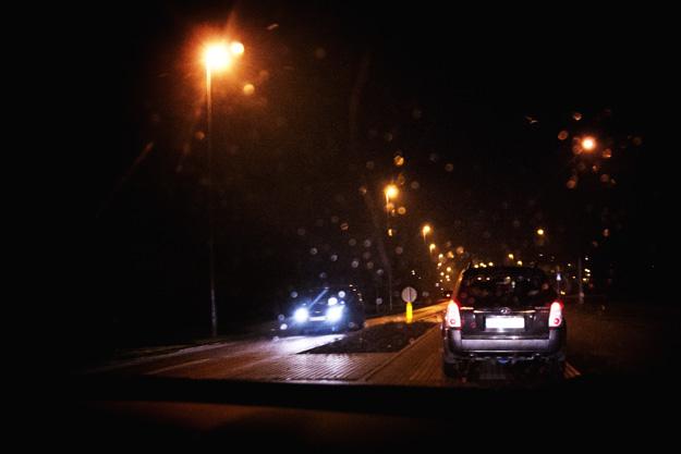 car; noc; night