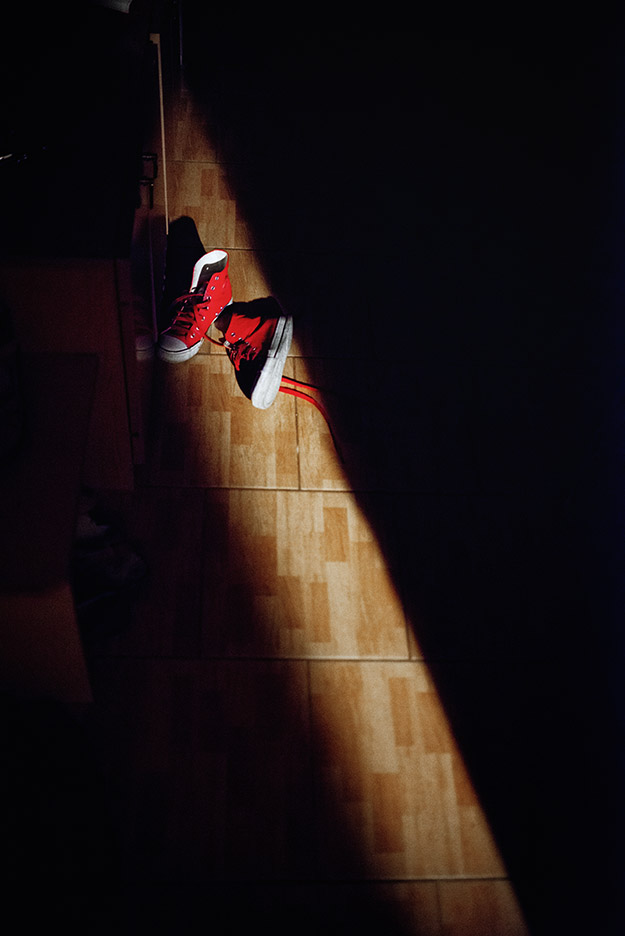 trampki; sneakers; światło; light