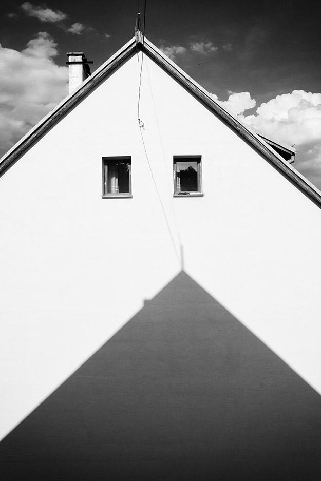 dome; hose; dach; roof; cień; shadow; trójkąt; triangle
