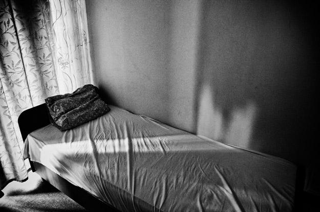 łóżko; bed; światło;light