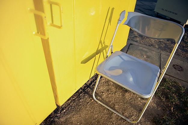 krzesło; chair; złamane; broken
