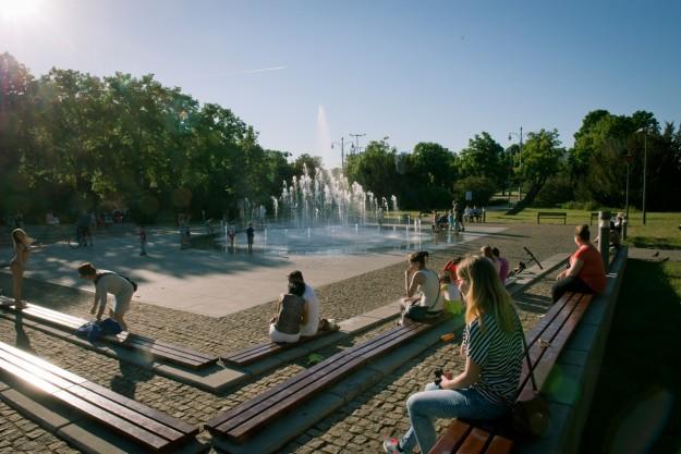 Toruń; fntanna; fountain; słońce; lato; summer