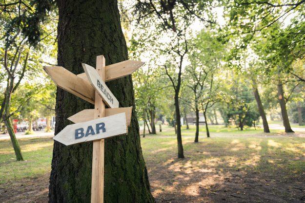 znak; sign; bar; beach
