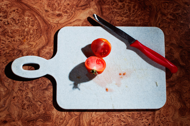Pomidor; Tomato; Nóż; knife; kuchnia; kitchen