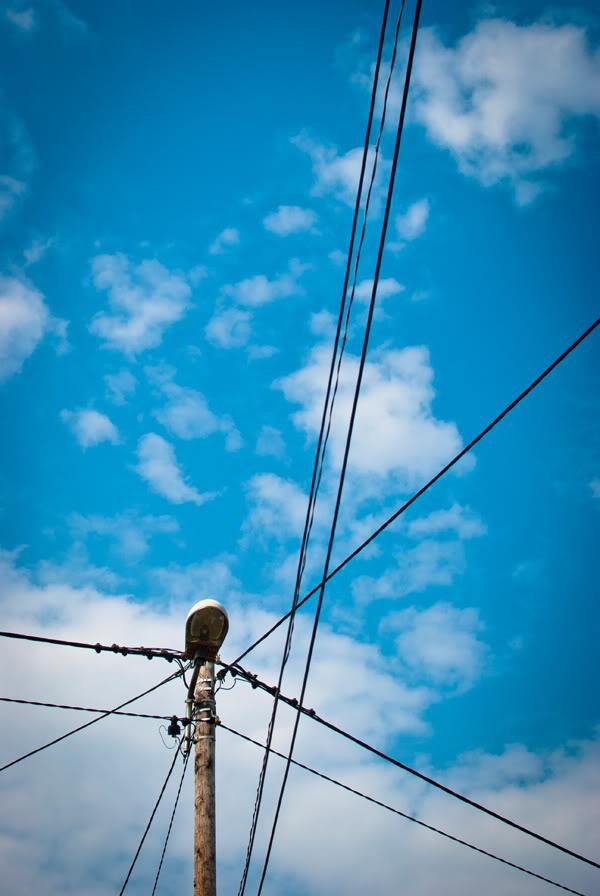 słup; pole; kable; cords; lines niebo; sky