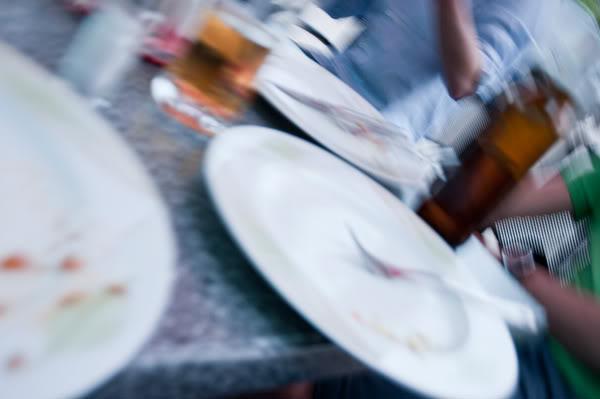 2011; Licheń; maj; piwo; poruszone; szklanki; talerze;