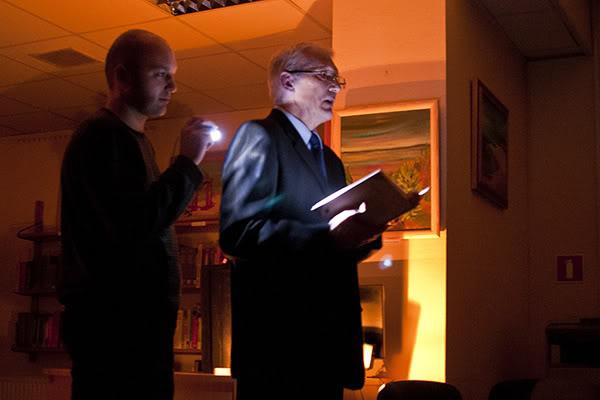 Kazimierz Nowosielski; Człowiek rośnie cicho; Promocja książki; ciemność; awaria; latarka