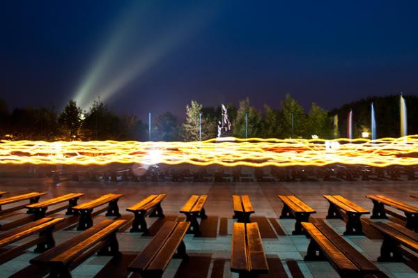 2011; Licheń; bazylika; dugi czas; ludzie; maj; noc; tłum; świece;