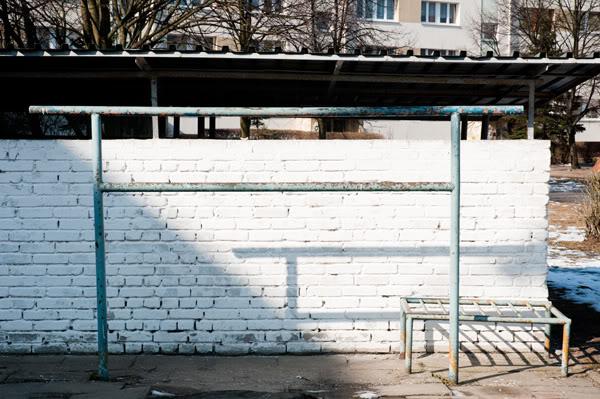 śmietnik, trash, ściana, wall, cień, shadow, trzepak, beater, Polska, Poland, Gdańsk Żabianka