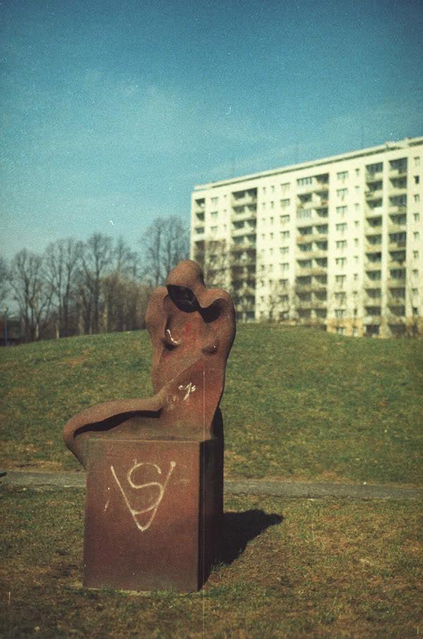Rzeźba; sculpture; żabianka; bloki; block of flats