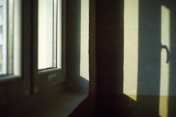 okno; window; światło; light;